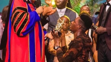 Photo of Photos: Oyakhilome splashes $100,000 on Moses Bliss for winning LIMA award