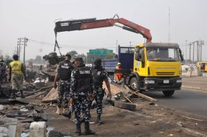 Photo of FG begins evacuation of shanties, businesses encroaching on project