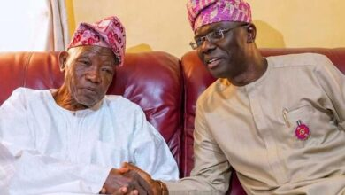 Photo of Sanwo-Olu pays condolence visit to Jakande's family, says no Lagos governor has matched his achievements