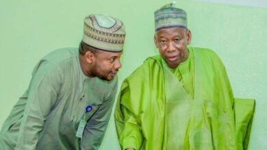 Photo of Ganduje sacks aide over comments criticizing Buhari, APC for recent school kidnappings