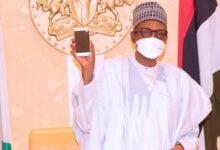 Photo of Buhari receives Made In Nigeria mobile phones in Abuja