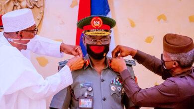 Photo of Buhari, Osinbajo decorate COAS Farouk Yahaya with new rank