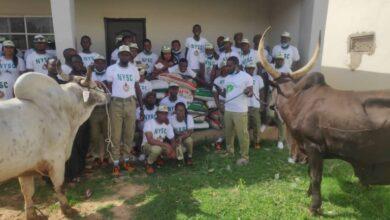 Photo of Sallah: Buhari donates N1m, cows, bags of rice to NYSC members in Daura [Photo]