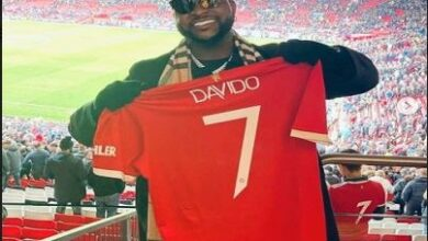 Photo of Manchester United gifts Davido official customised jersey